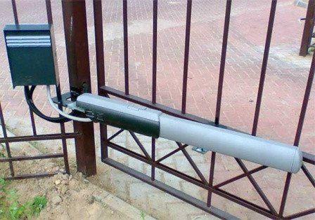 Привод Came 001A3024N — 24 В линейный, самоблокирующийся для распашных ворот